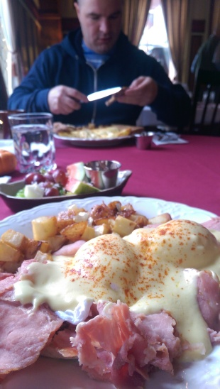 Eggs benedict at the Union Hotel
