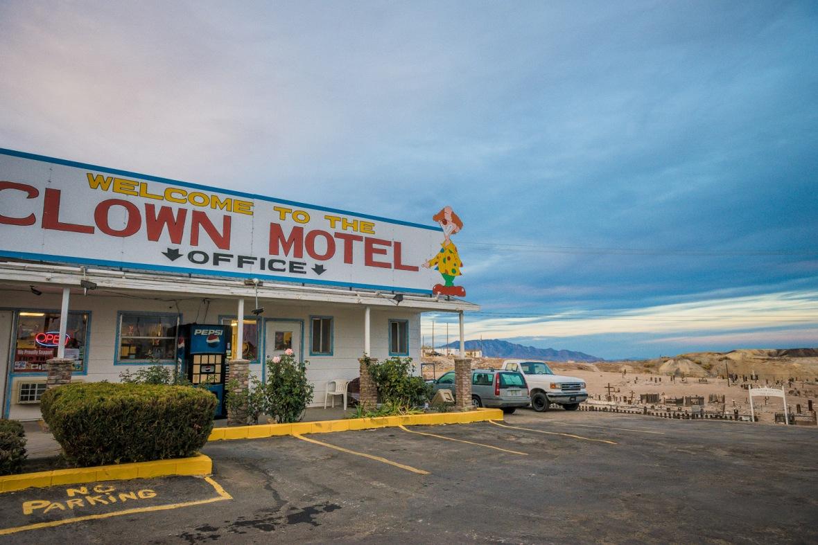 bodie-mono-lake-clown-motel-143